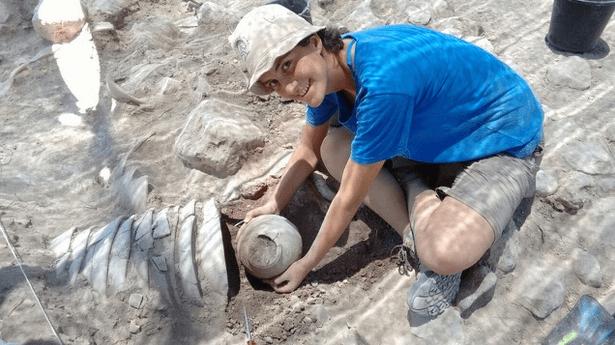 Discovering bowls at El Araj